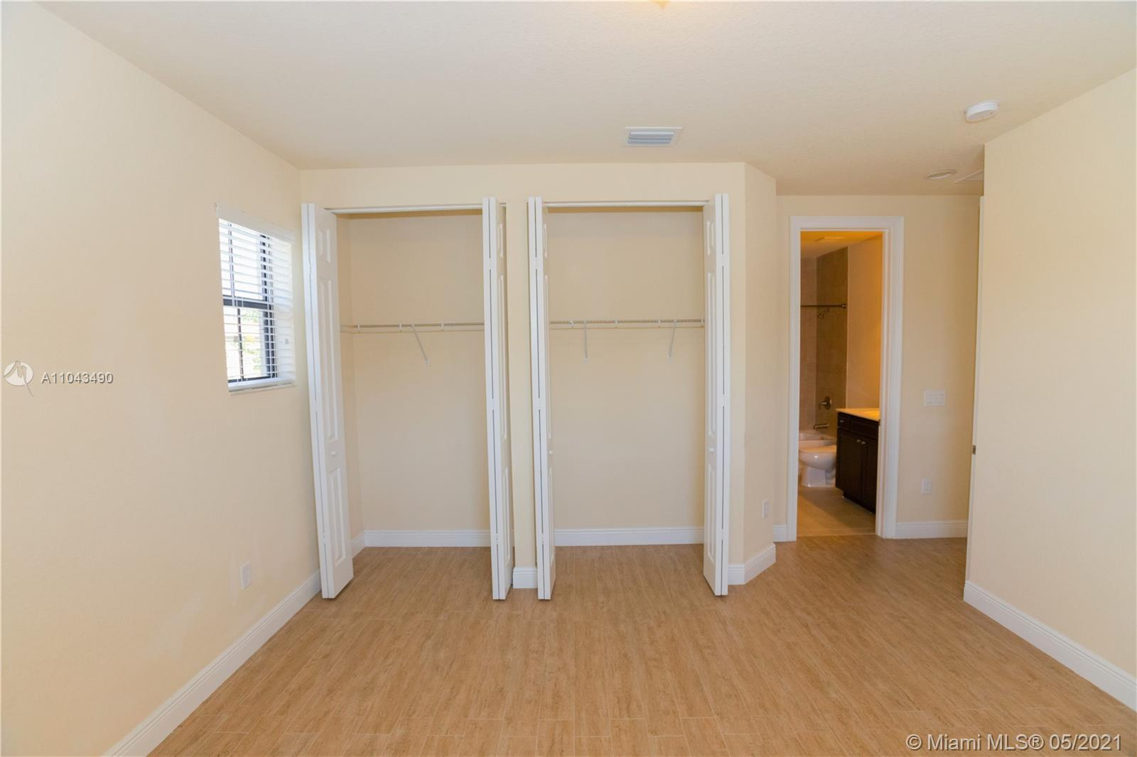 9852 NW 87 TER photo021