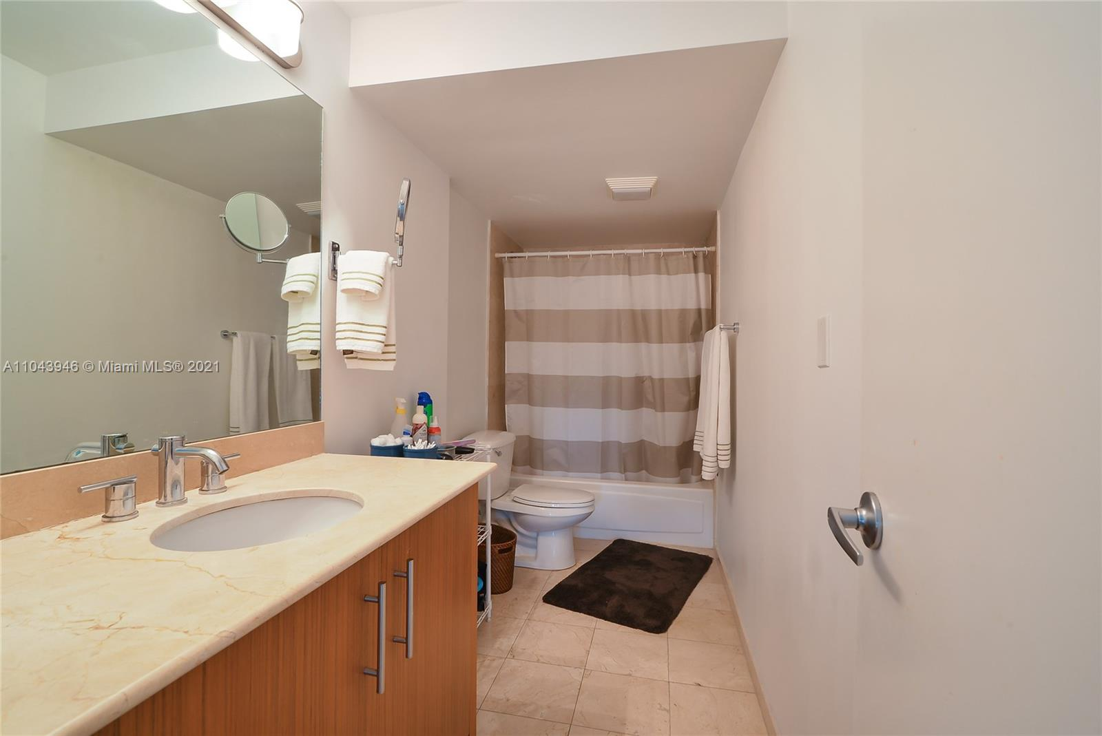 10275 Collins Ave #428 photo07