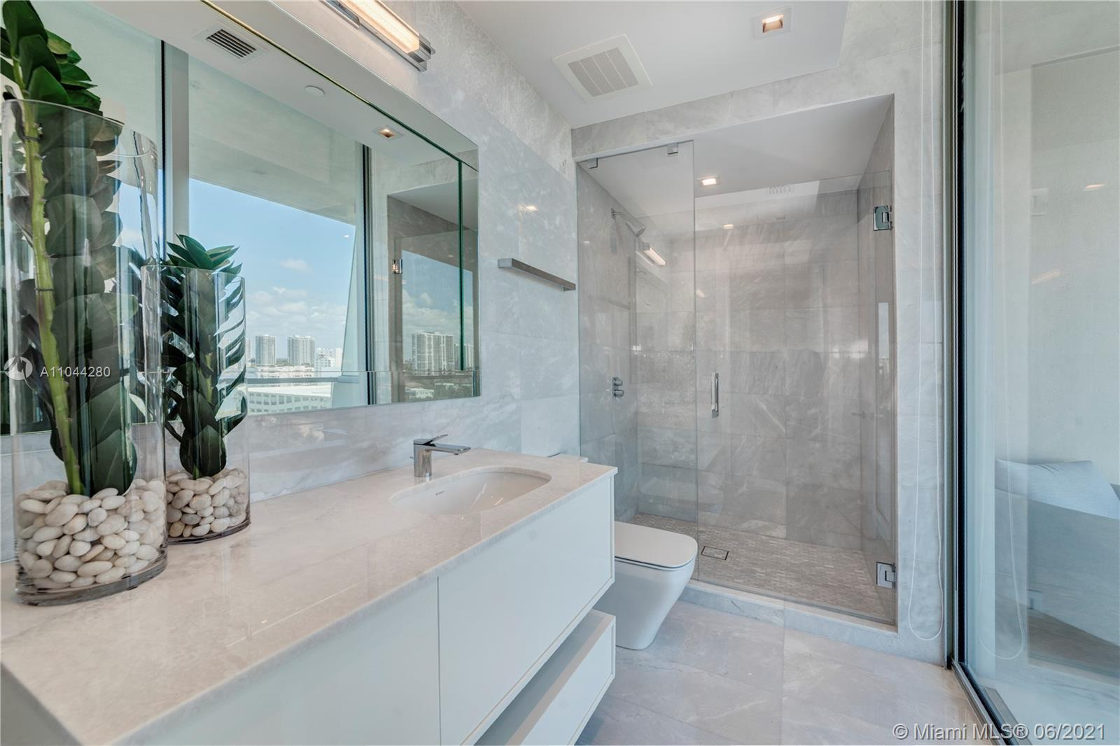 18501 COLLINS AVE #801 photo023