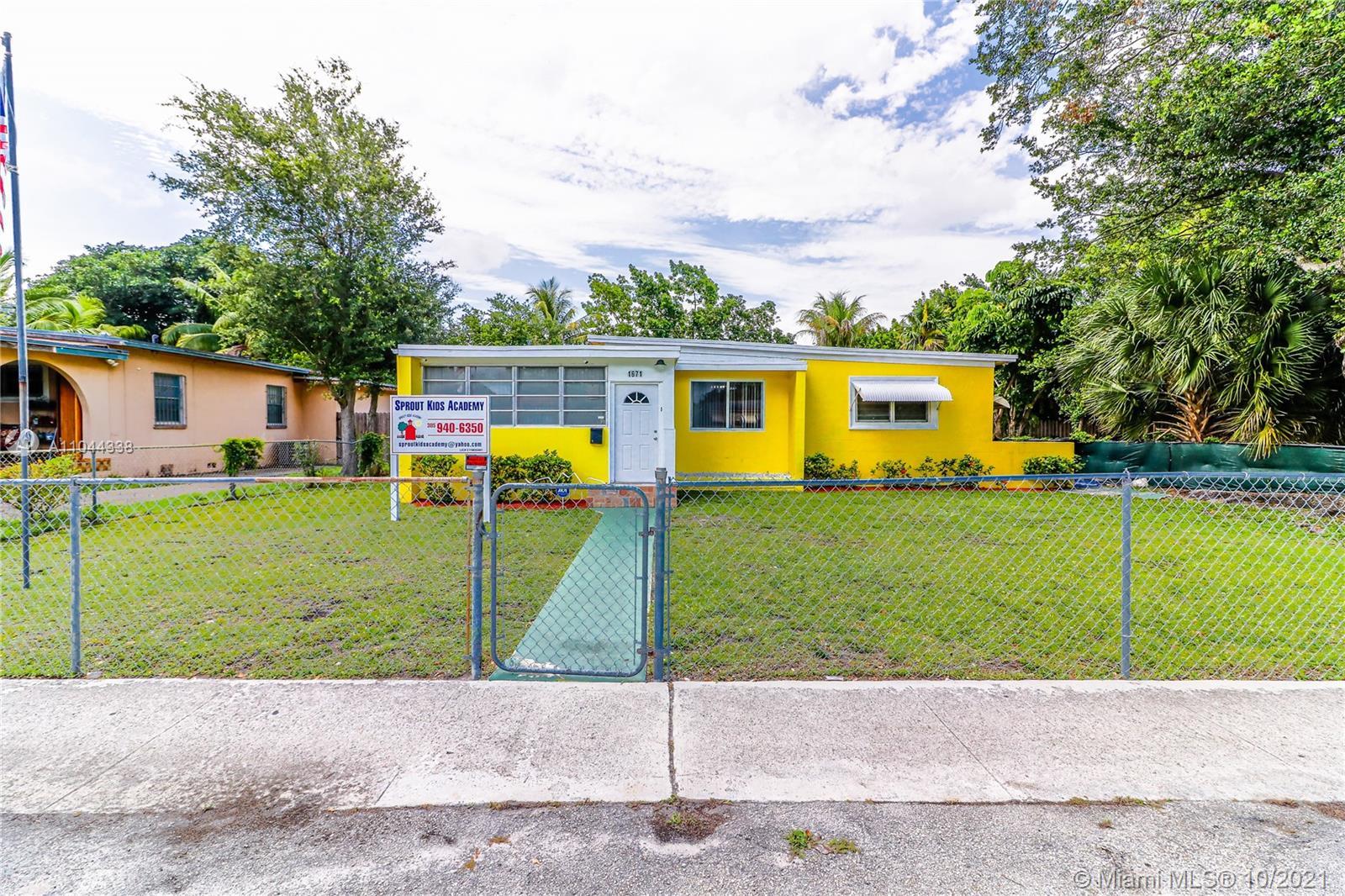 North Miami Beach - 1671 NE 161st St, North Miami Beach, FL 33162