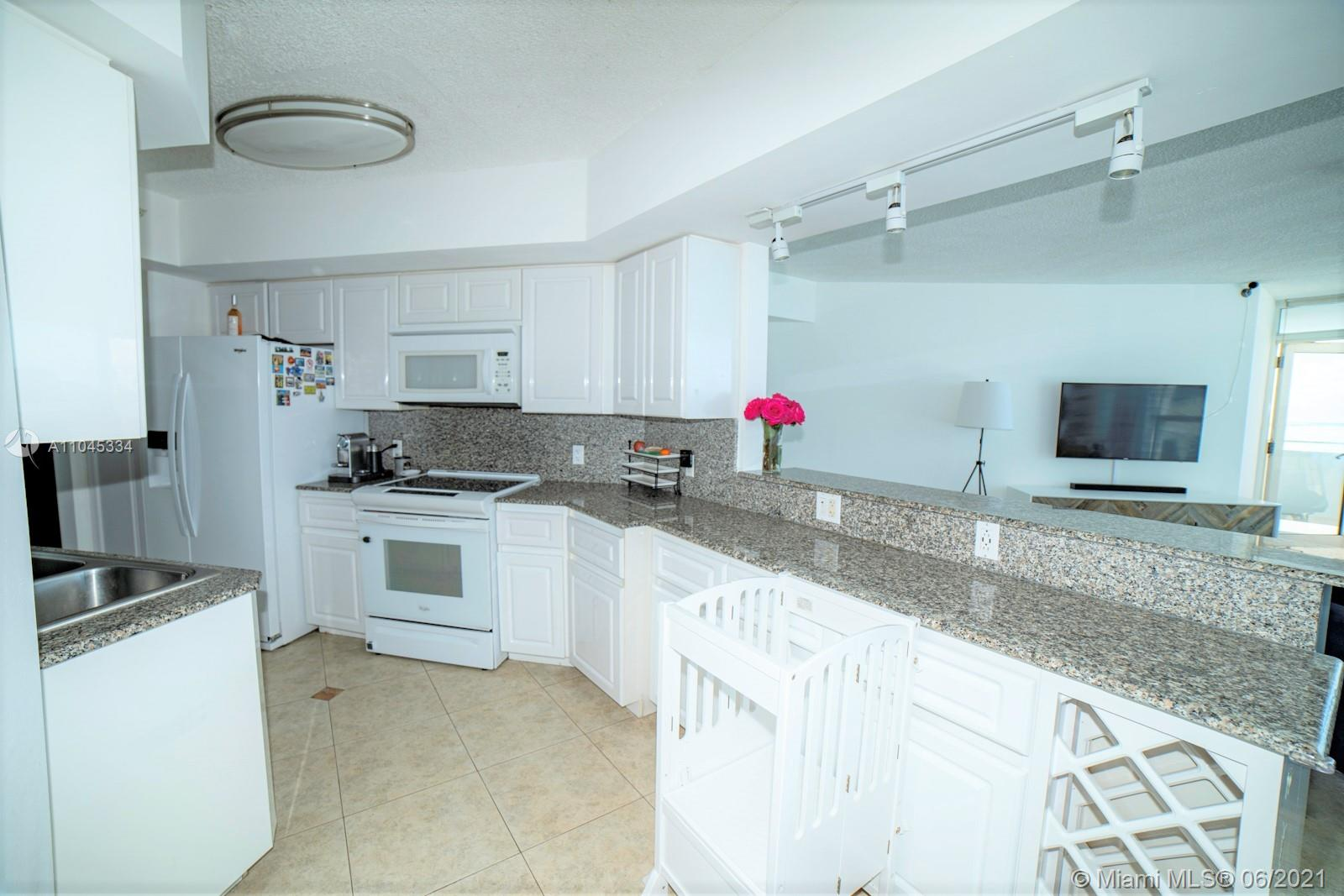 6301 Collins Ave #1103 photo07