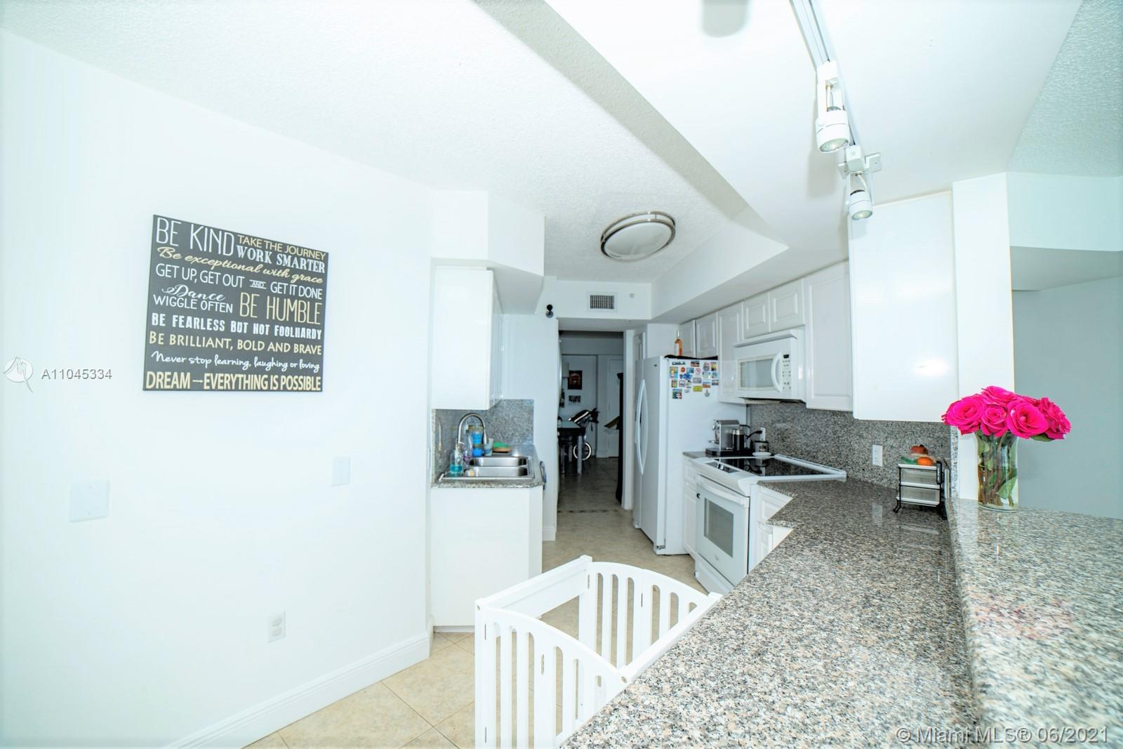 6301 Collins Ave #1103 photo08