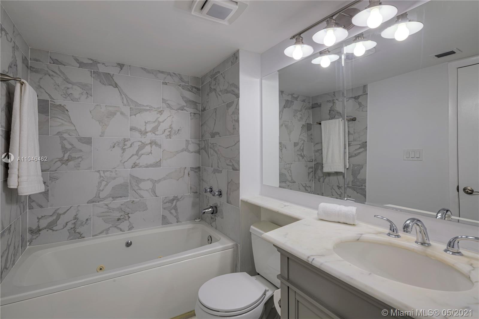 400 S Pointe Dr #1102 photo011