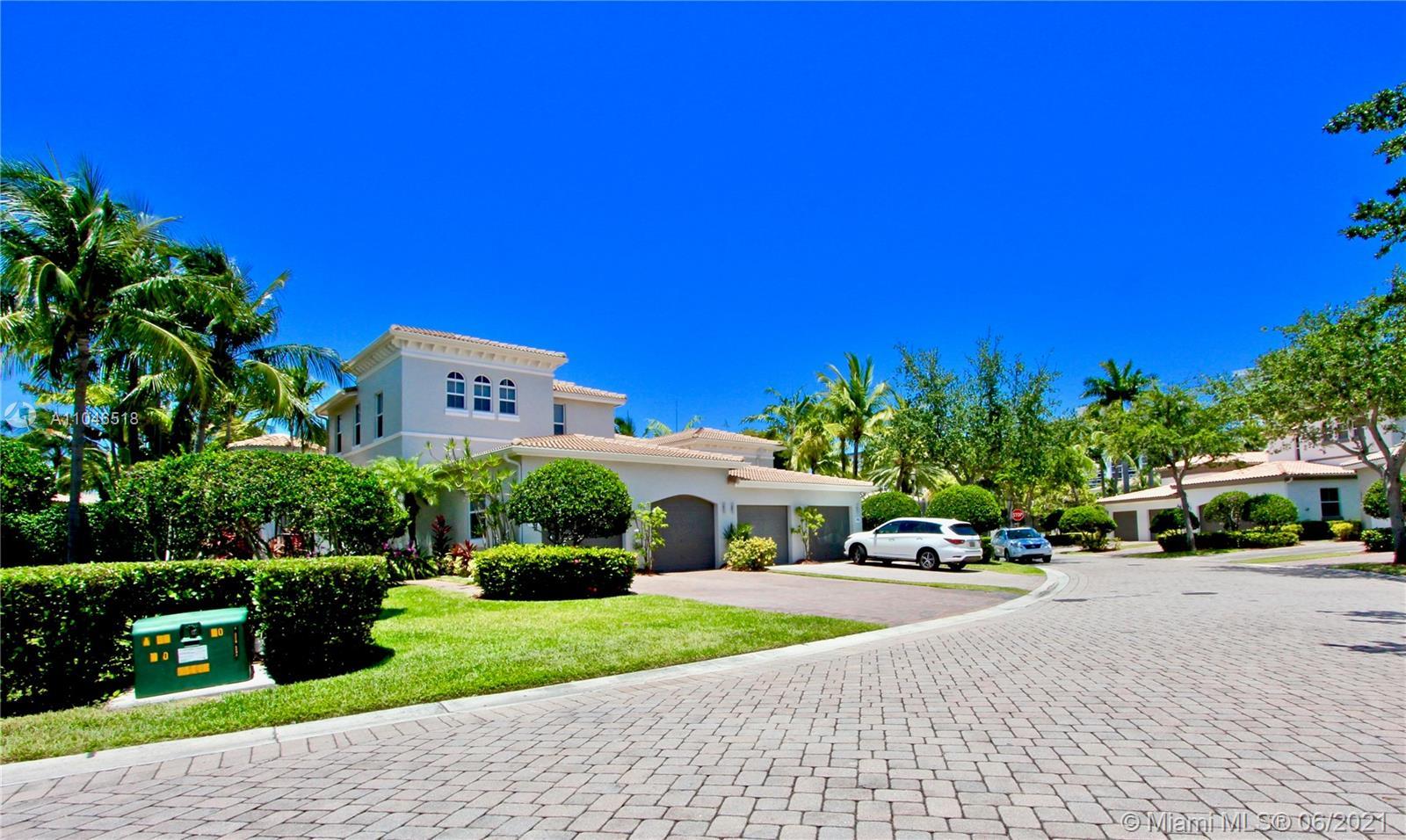 Harbor Islands - 867 W Spinnaker Dr W, Hollywood, FL 33019
