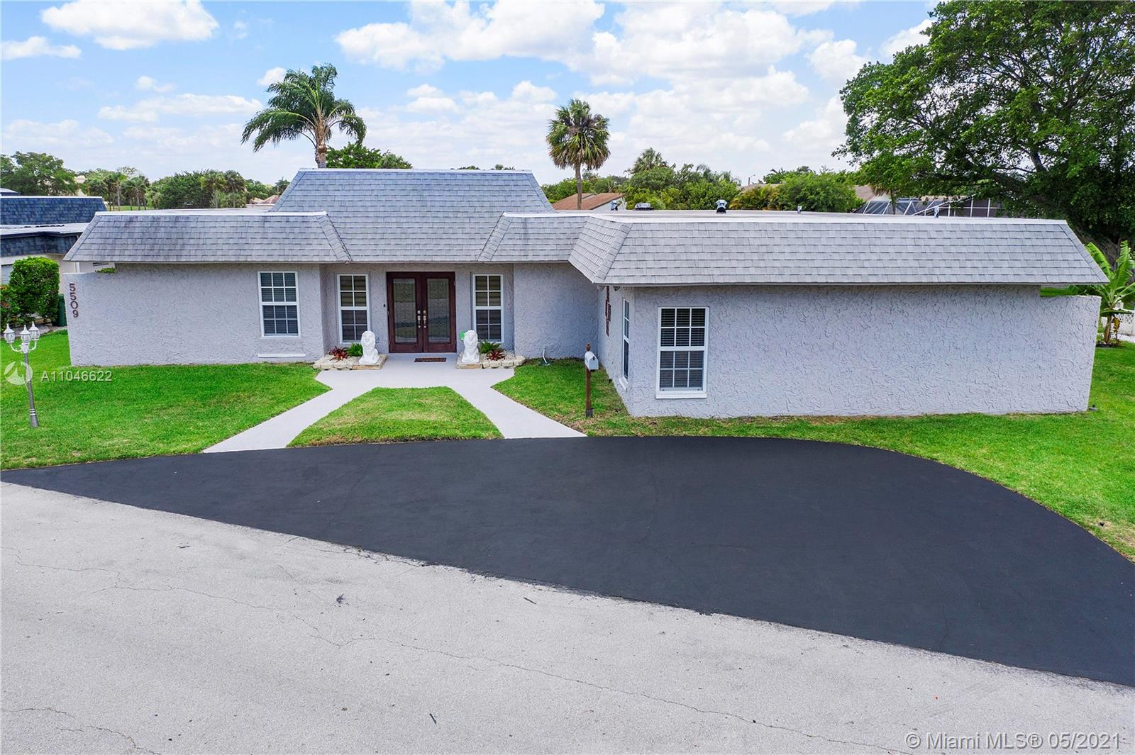 Property for sale at 5509 Mulberry Dr, Tamarac,  Florida 33319