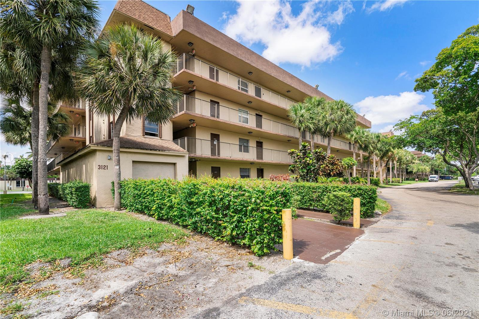 Property for sale at 3121 NW 47th Ter Unit: 106, Lauderdale Lakes,  Florida 33319