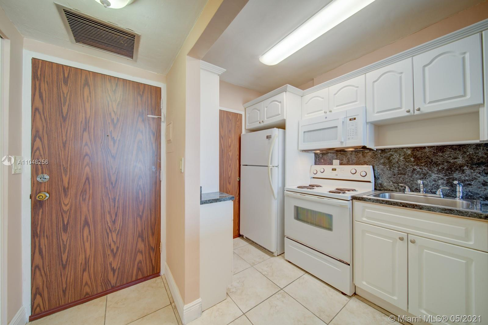 2899 Collins Ave #636 photo02