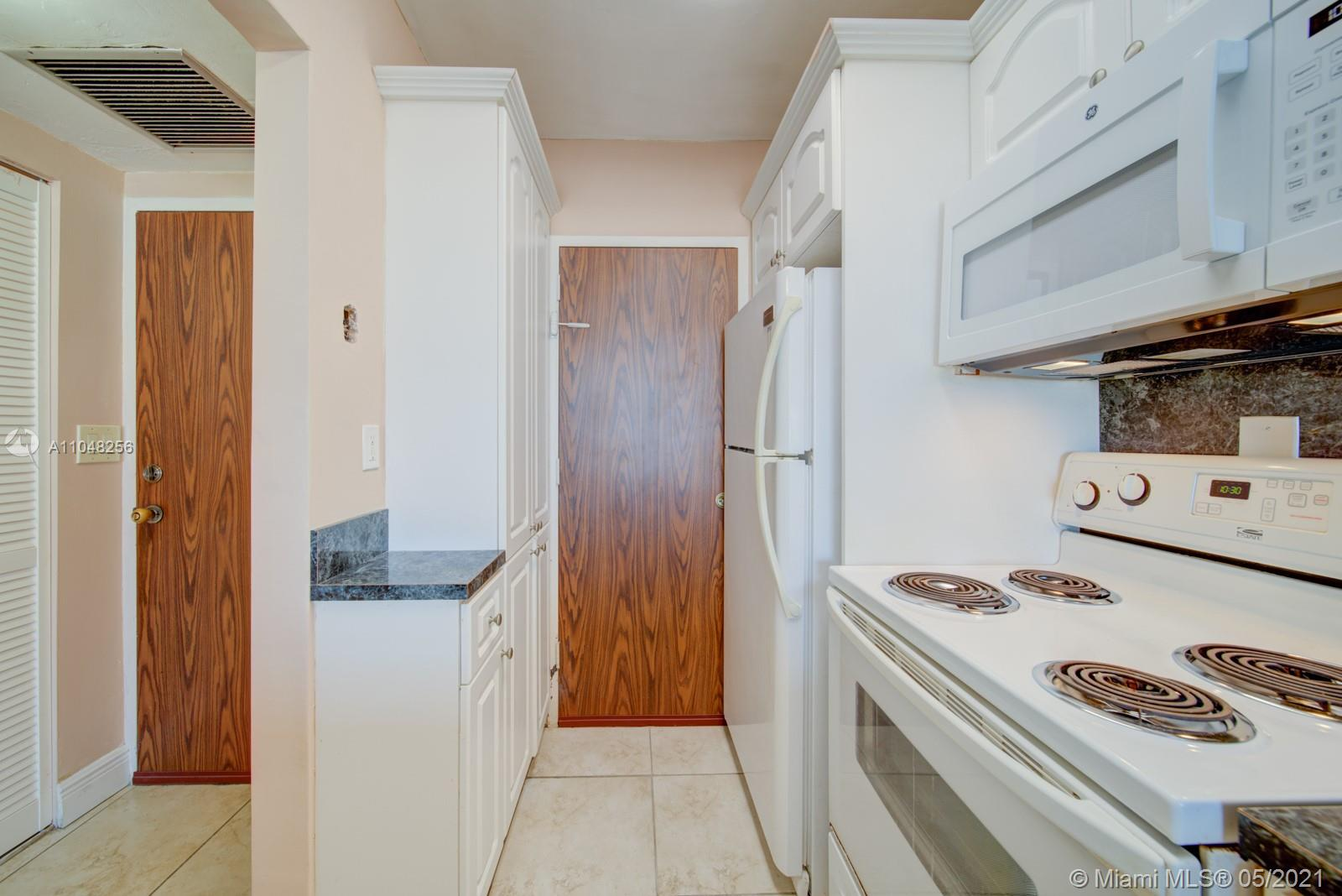2899 Collins Ave #636 photo03