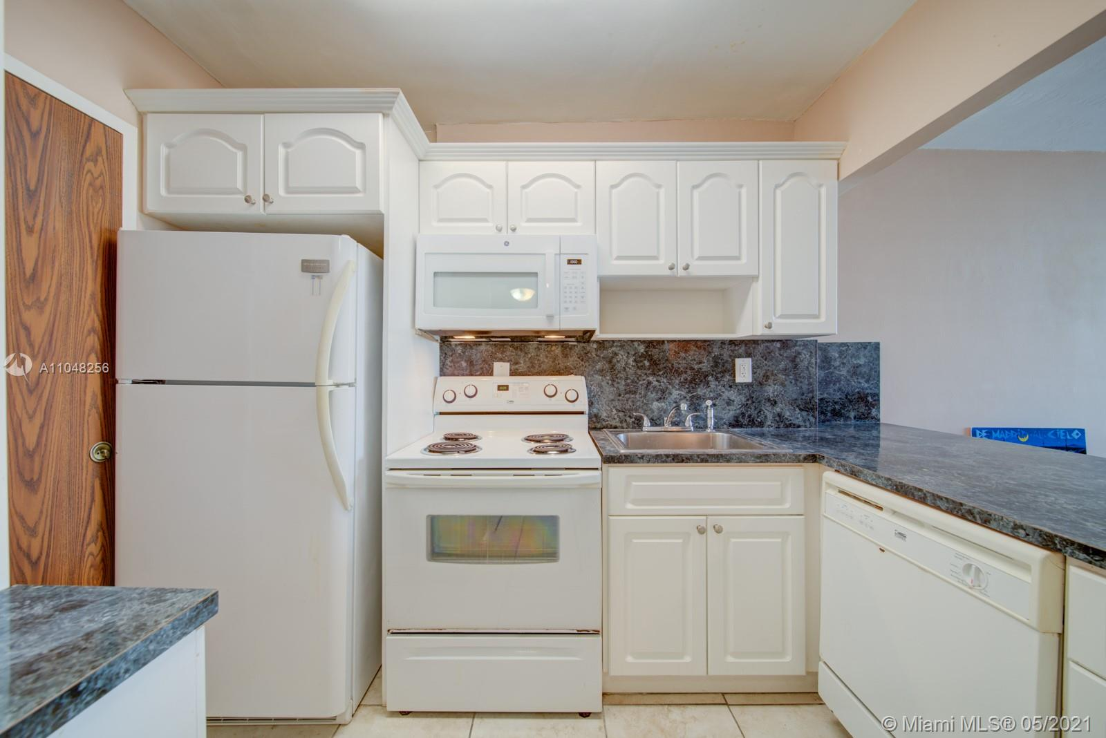 2899 Collins Ave #636 photo01
