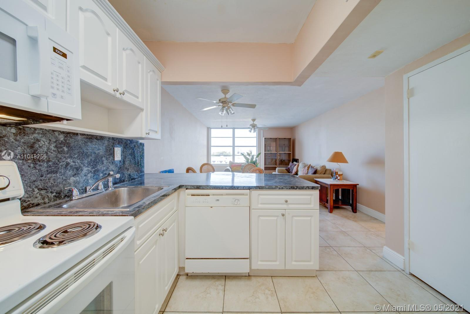 2899 Collins Ave #636 photo05