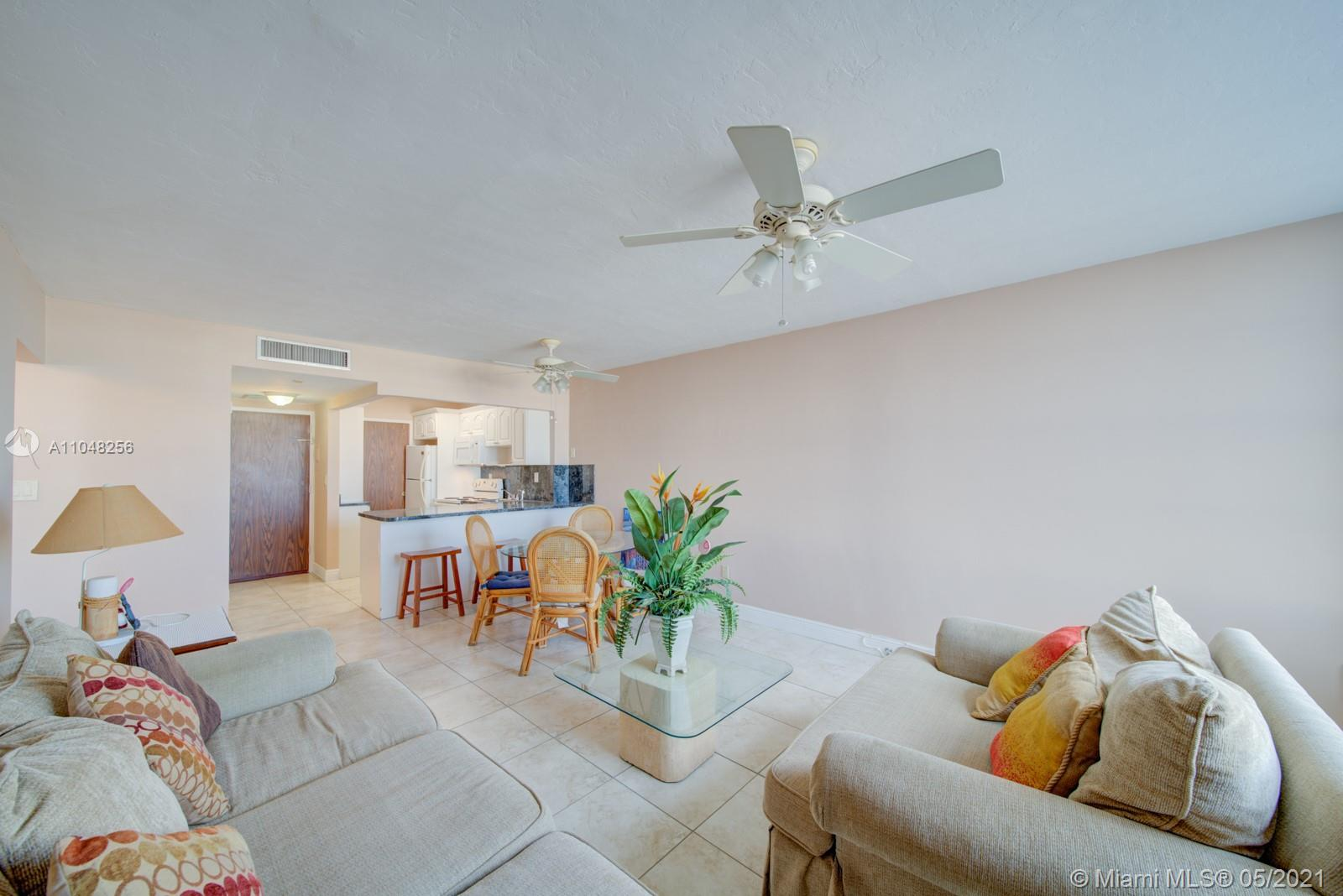 2899 Collins Ave #636 photo09