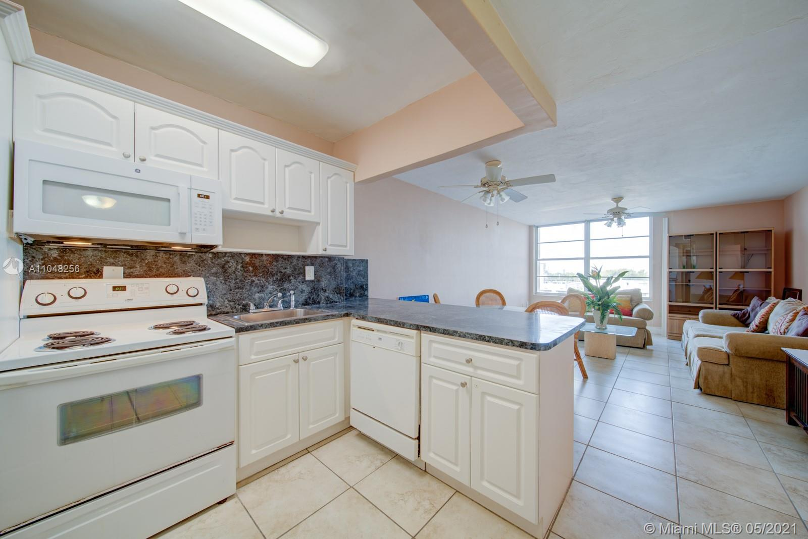 2899 Collins Ave #636 photo04