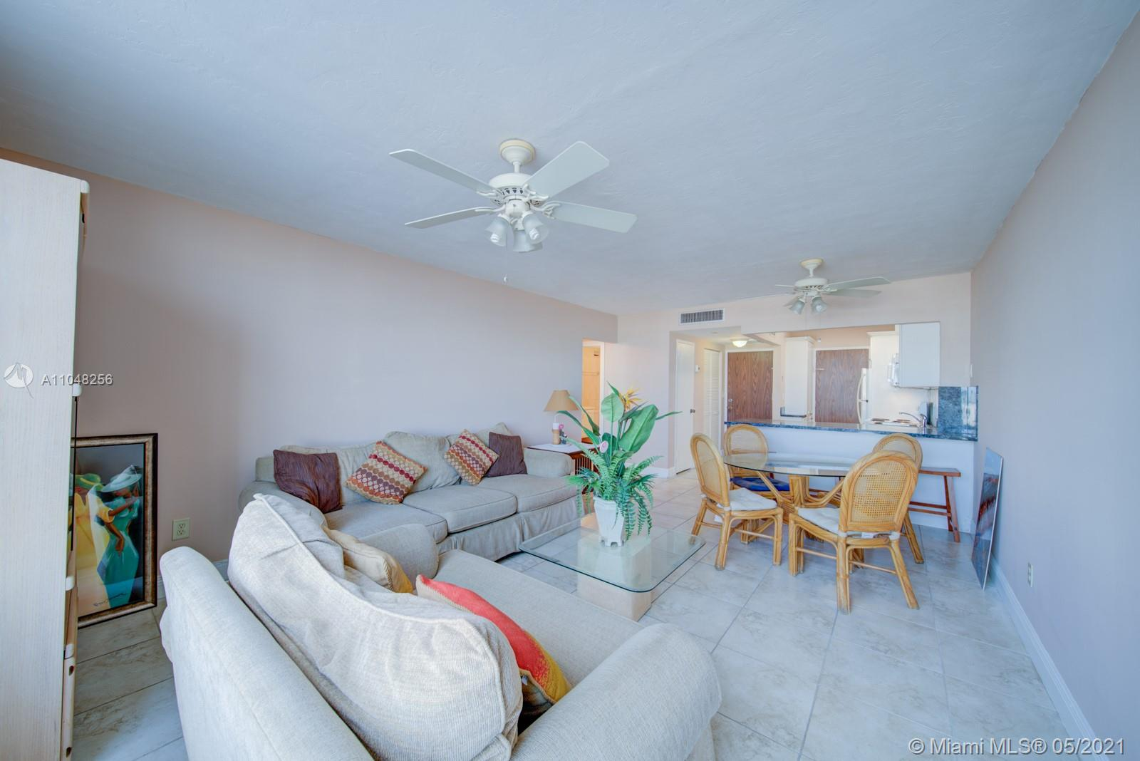 2899 Collins Ave #636 photo08