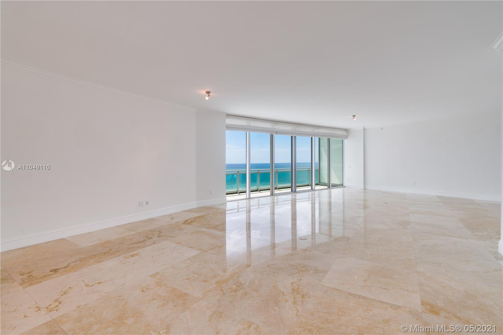 OPEN LIVING AND DINING AREA WITH AMAIZING OCEAN VIEWS.