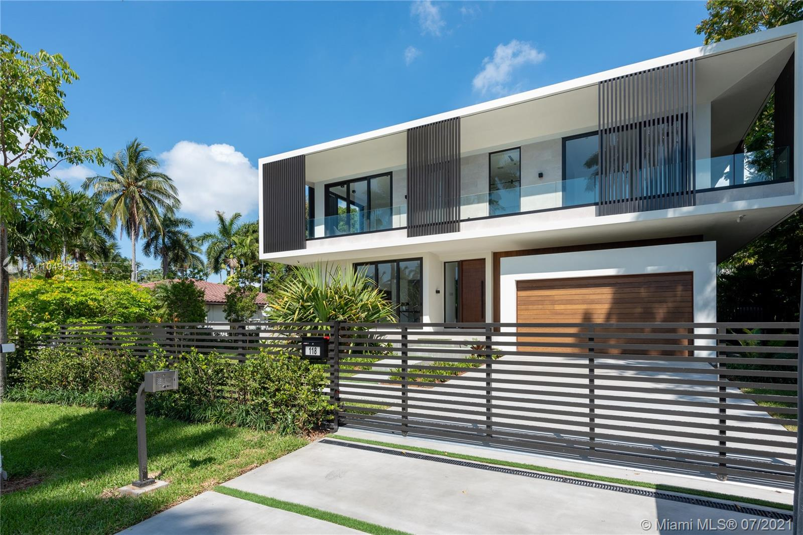 Hibiscus Island - 118 W 4th Ct, Miami Beach, FL 33139
