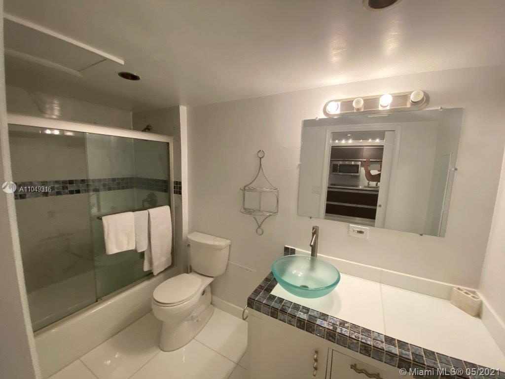 2301 Collins Ave #1023 photo08