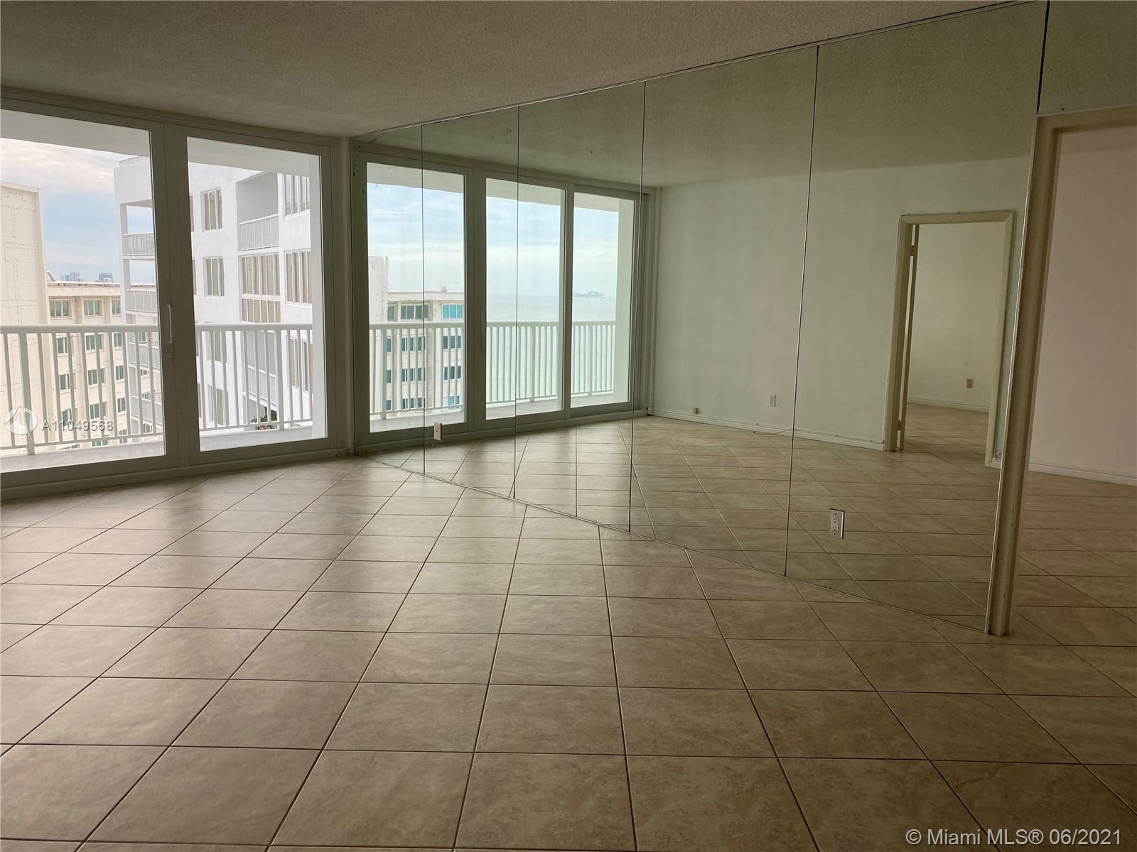 5401 Collins Ave #1416 photo07