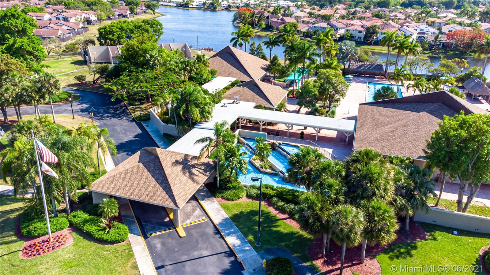 Lakes Of The Meadow - 15369 SW 42nd Ter, Miami, FL 33185