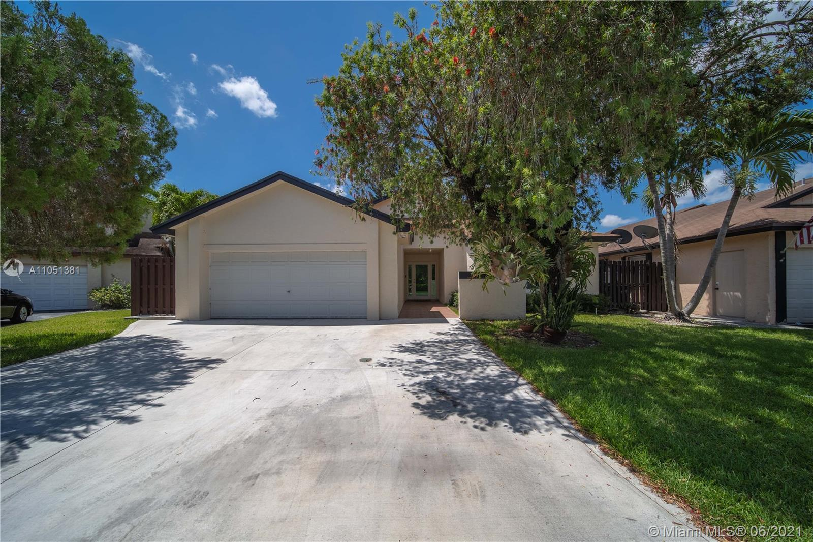 Lakes Of The Meadow - 5121 SW 149th Pl, Miami, FL 33185