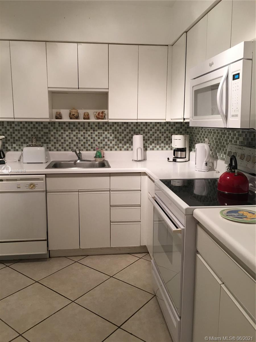 5161 Collins Ave. #1710 photo05