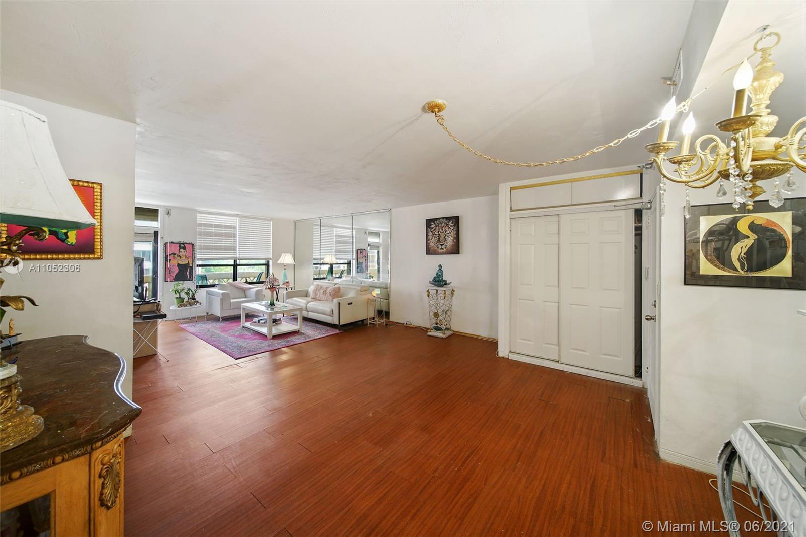 10185 Collins Ave #610 photo017