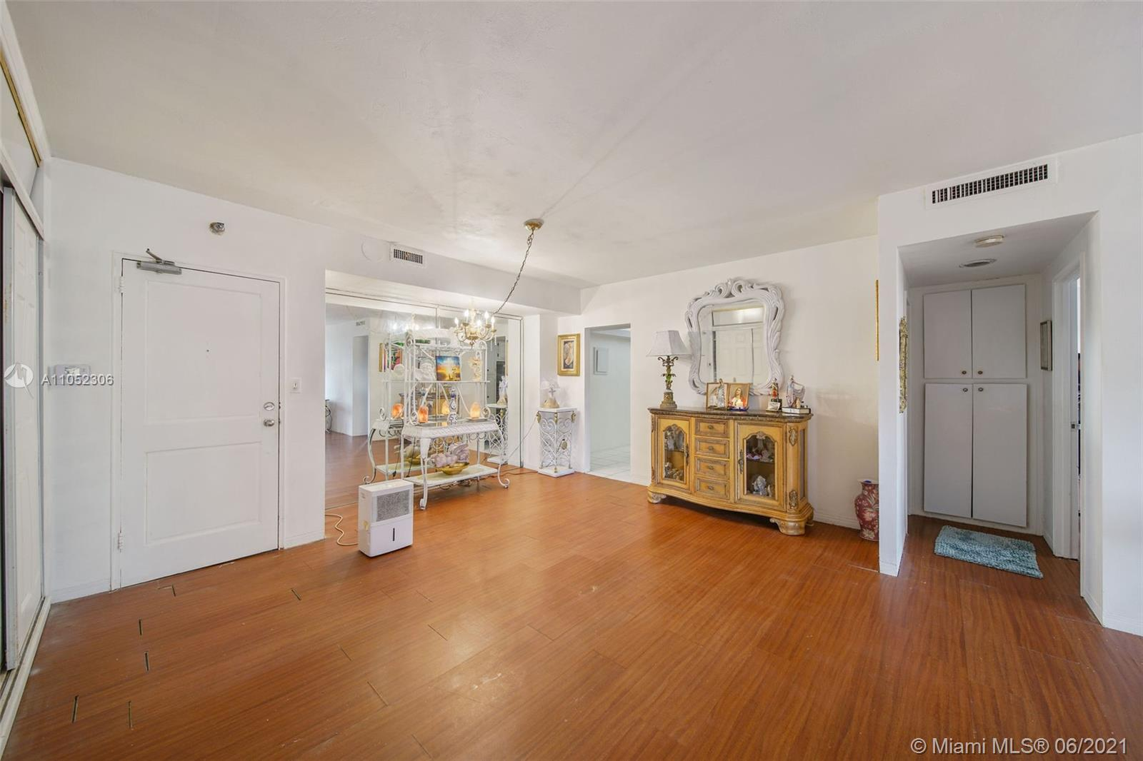 10185 Collins Ave #610 photo016