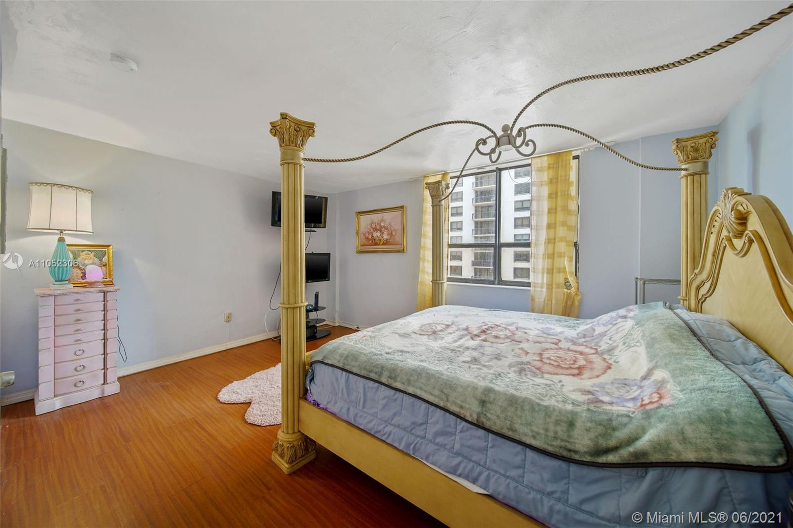10185 Collins Ave #610 photo020