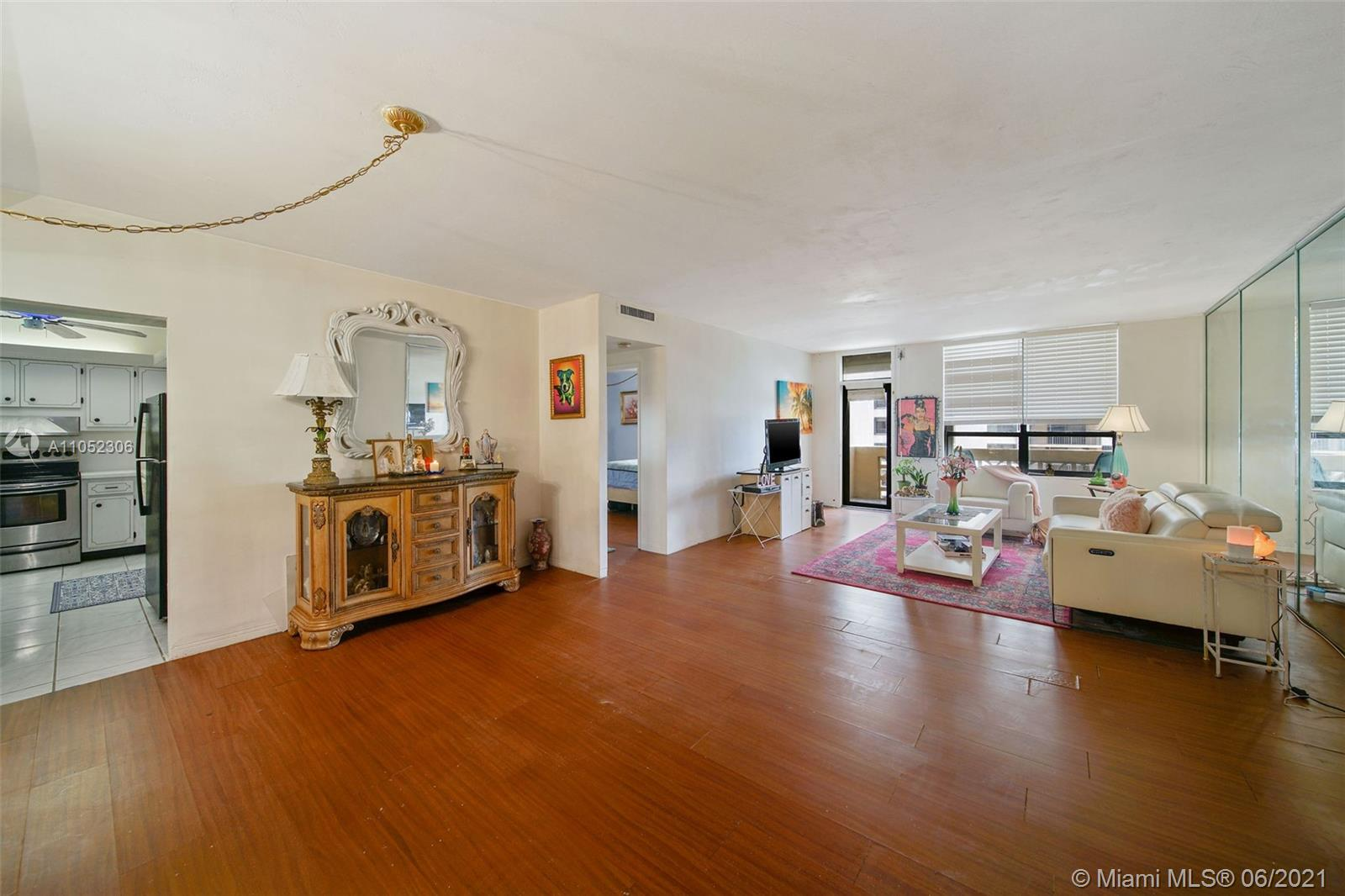 10185 Collins Ave #610 photo024