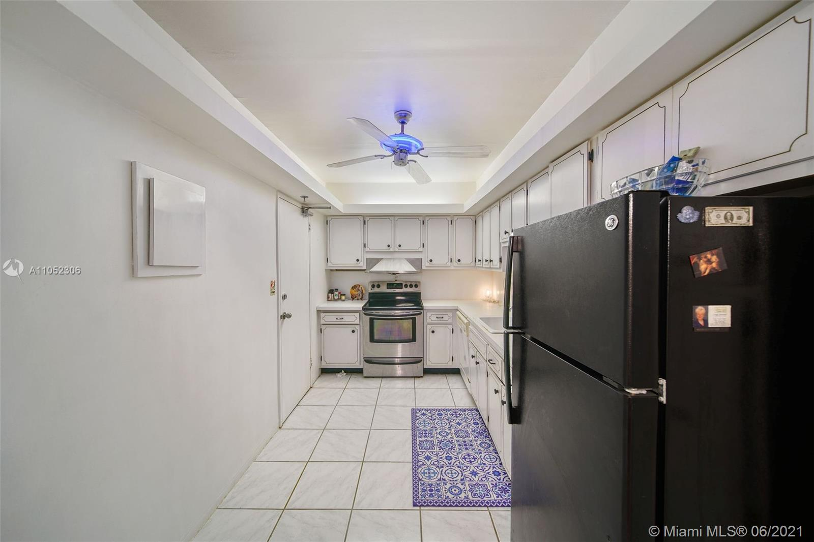 10185 Collins Ave #610 photo018