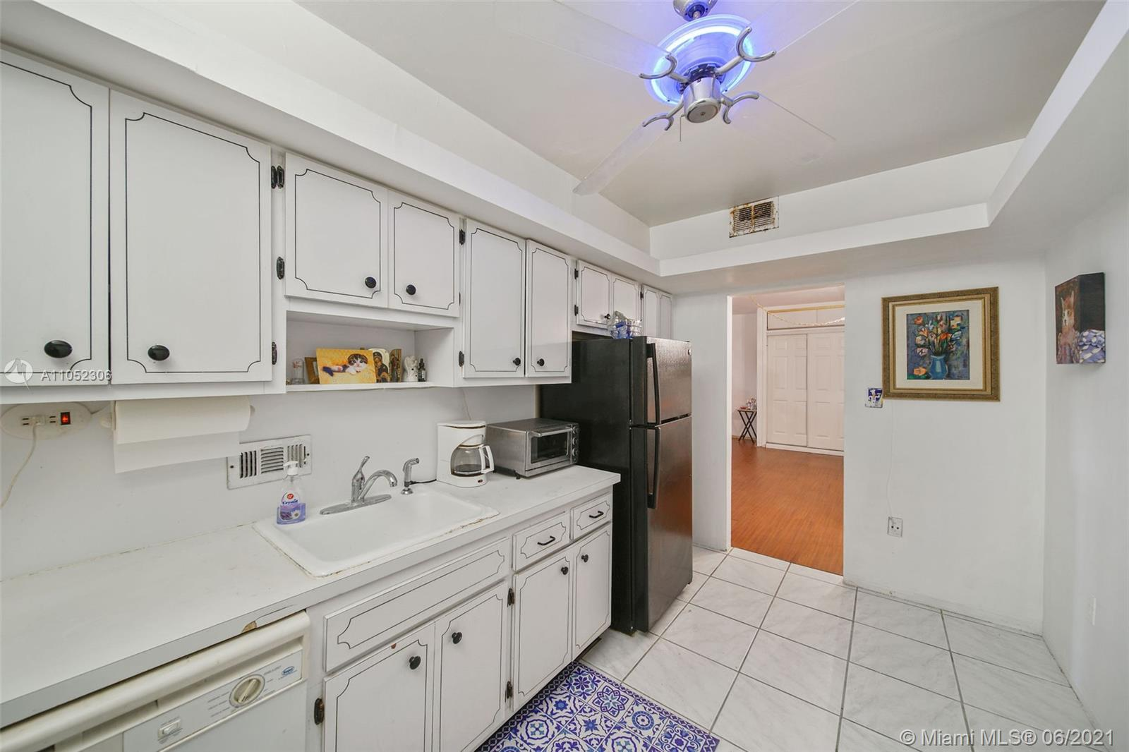 10185 Collins Ave #610 photo019