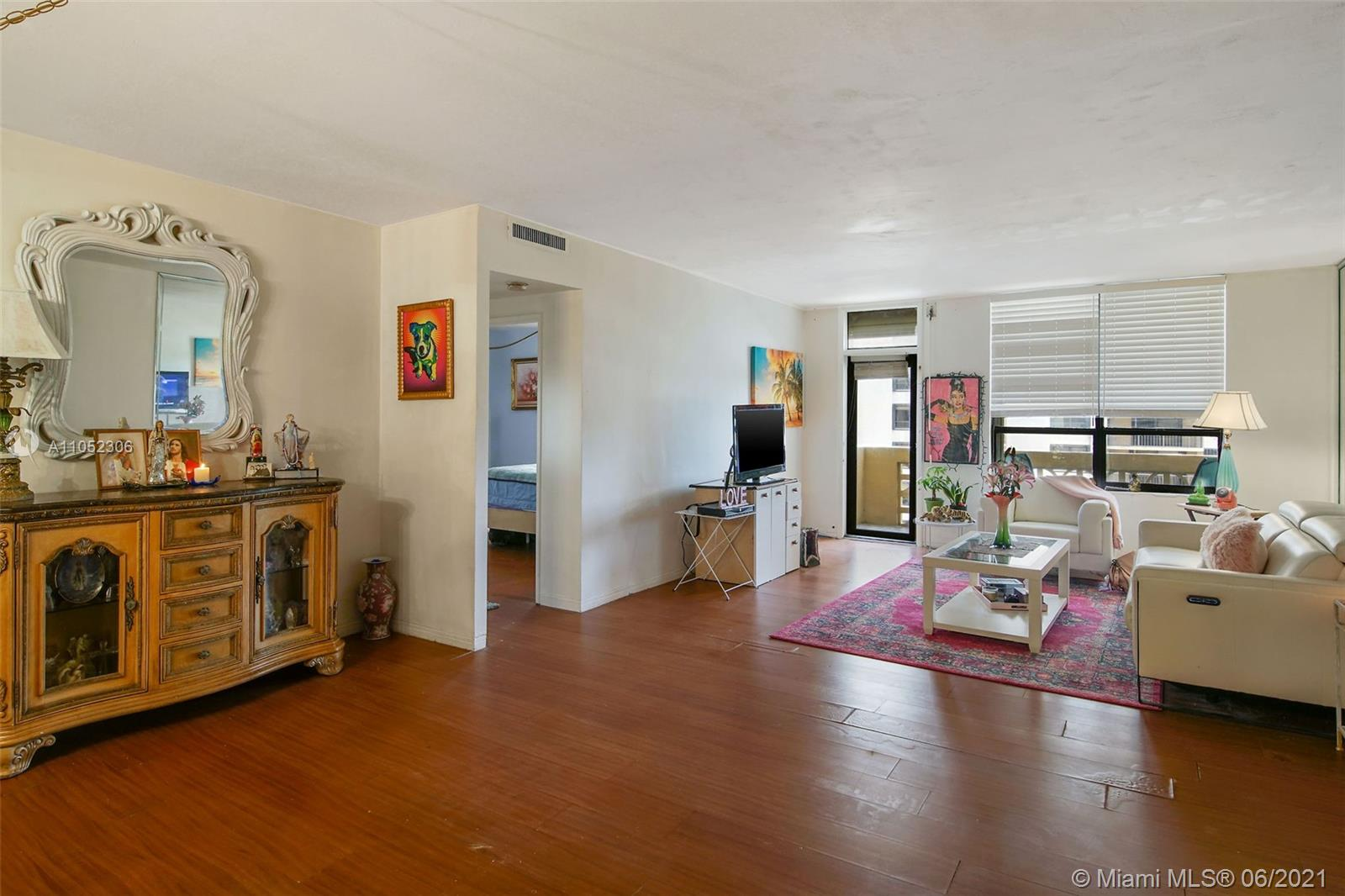10185 Collins Ave #610 photo025