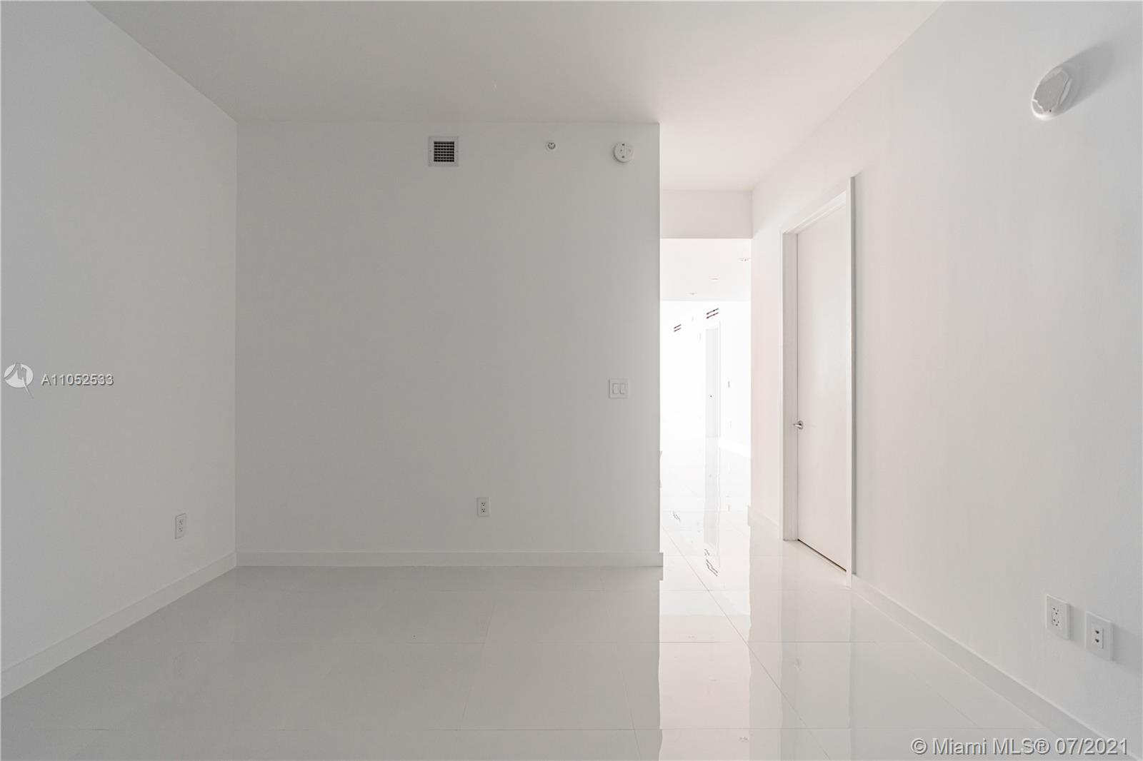 10203 Collins Ave #903 photo027
