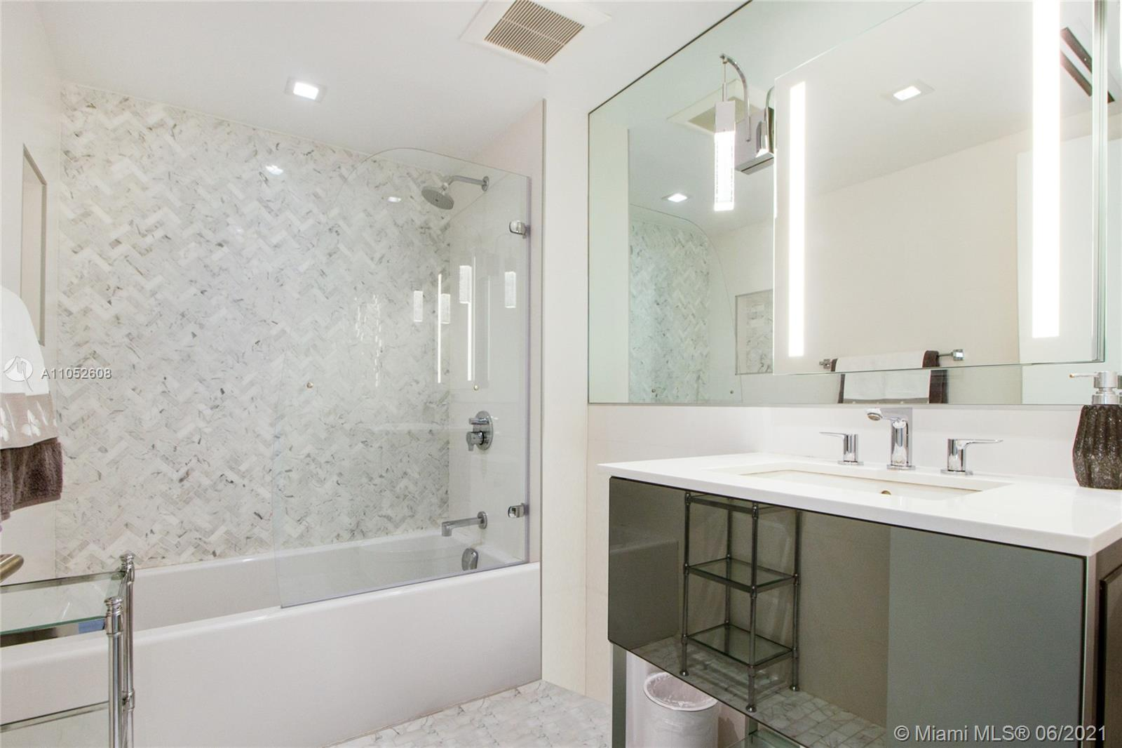 400 S Pointe Dr #709 photo015