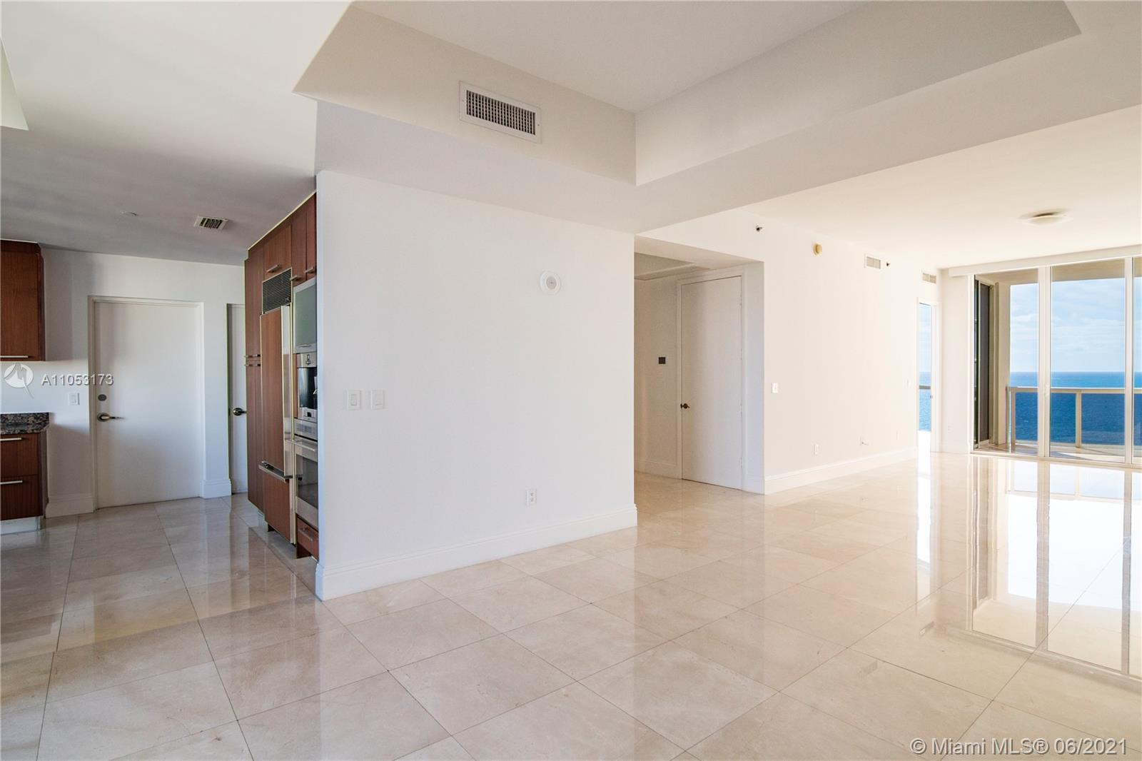 15811 Collins Ave #1206 photo02