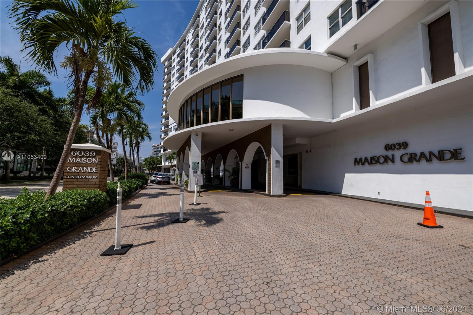 6039 Collins Ave #1507 photo01