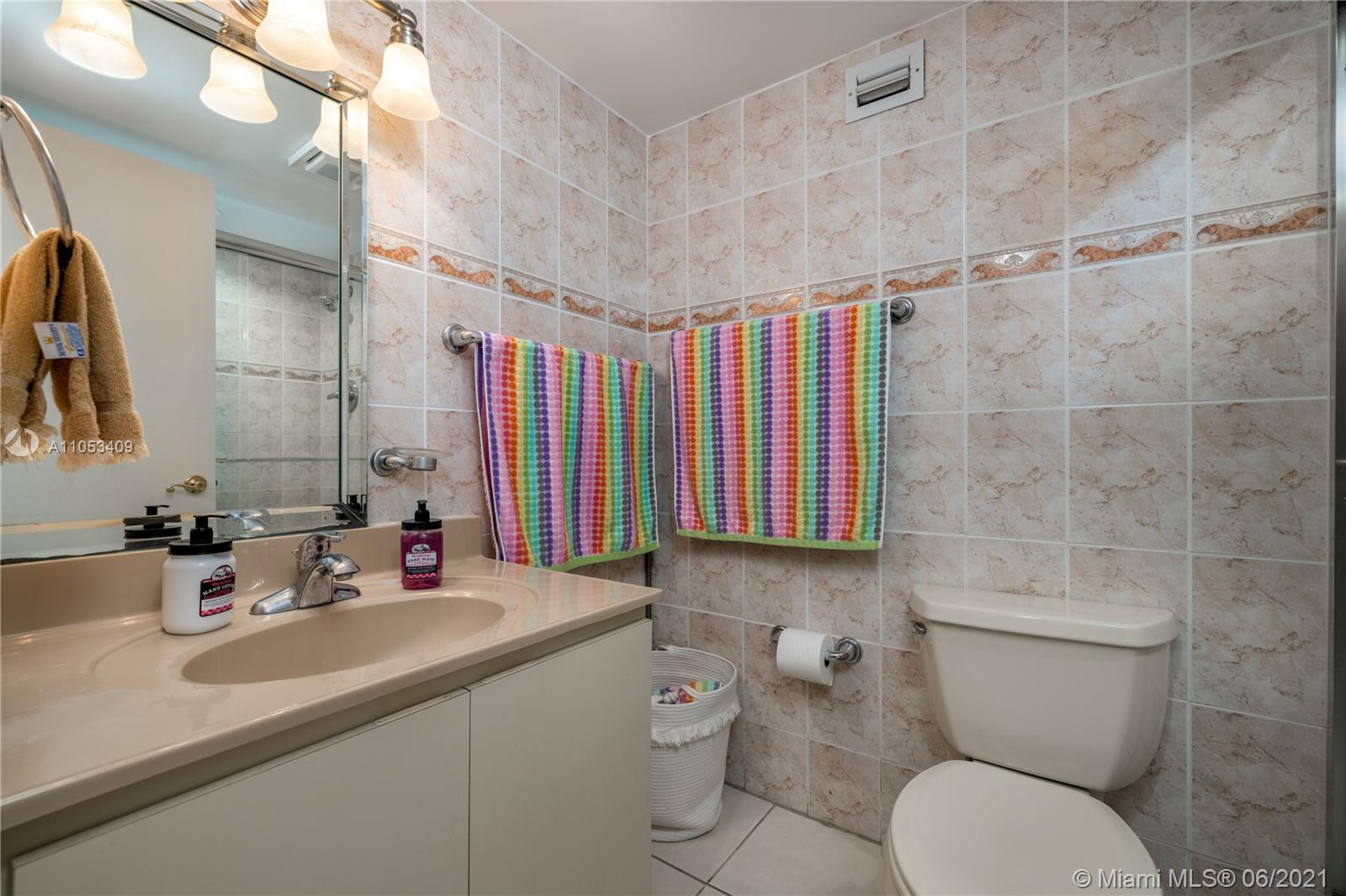 6039 Collins Ave #1507 photo08