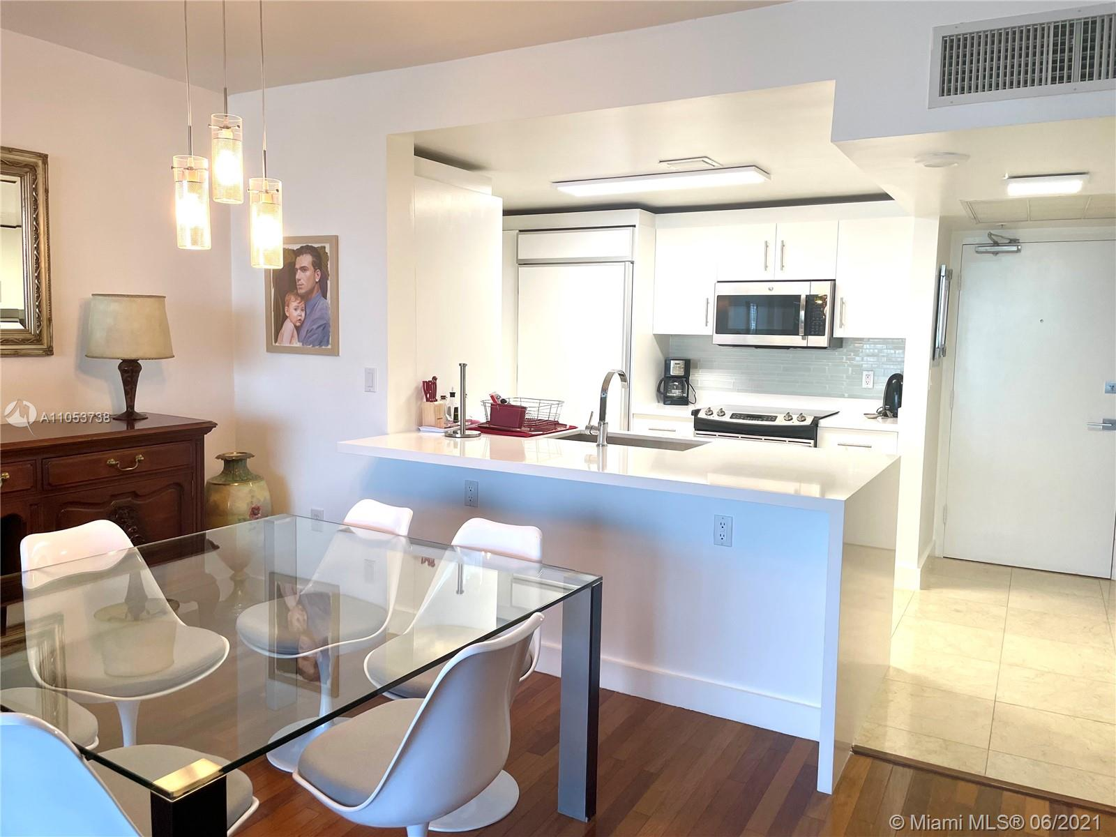 10275 Collins Ave #425 photo02