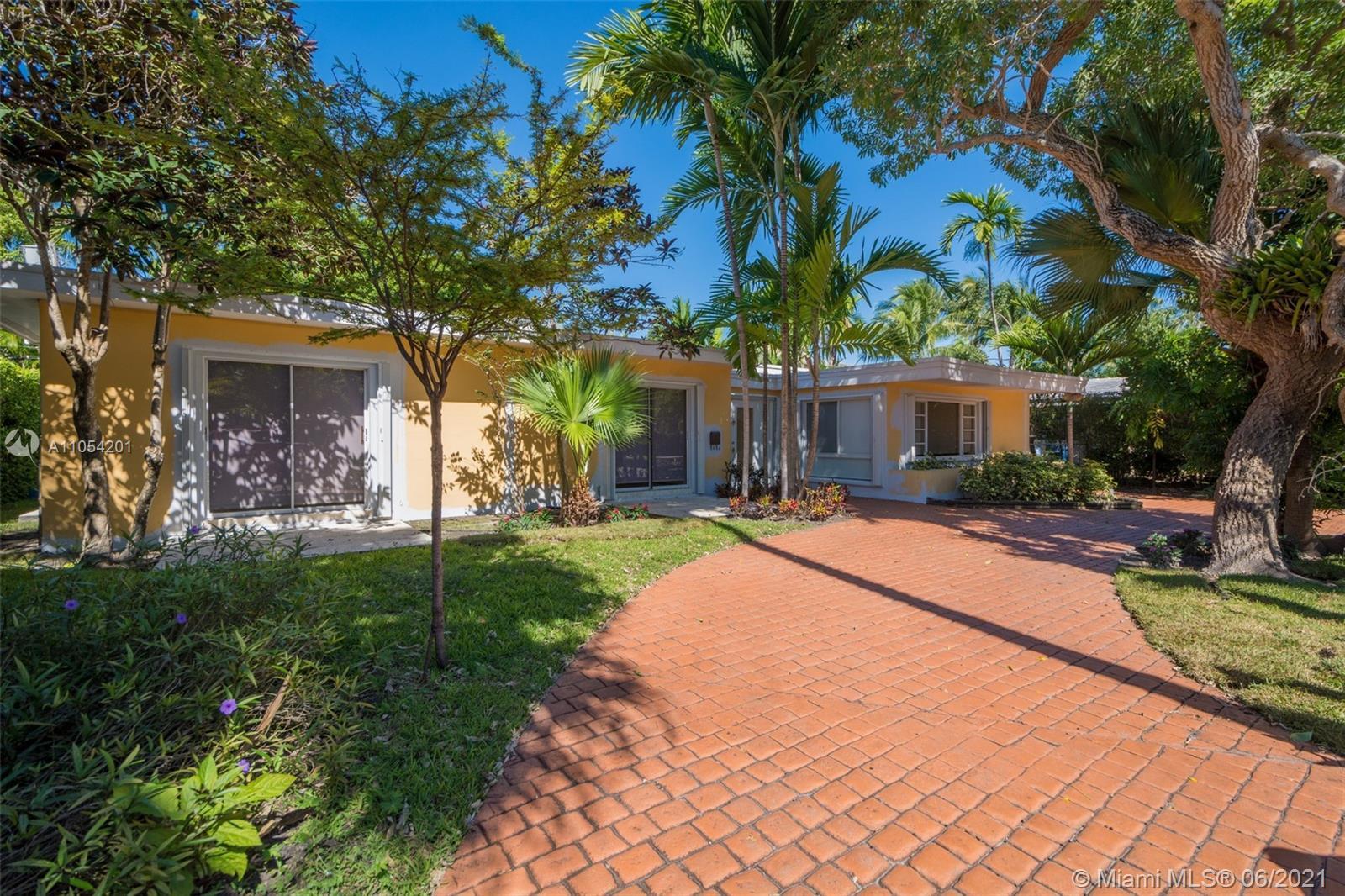 Tropical Isle Homes - 310 Harbor CT, Key Biscayne, FL 33149