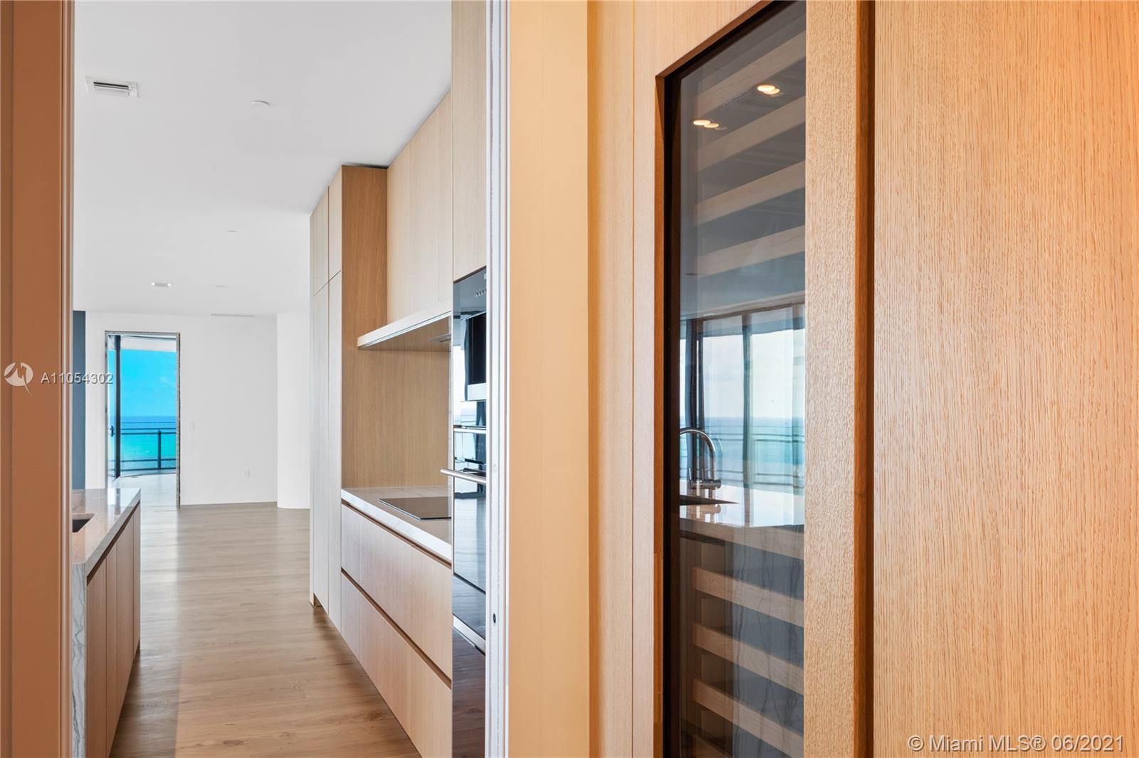 8701 Collins Ave #1501 photo04