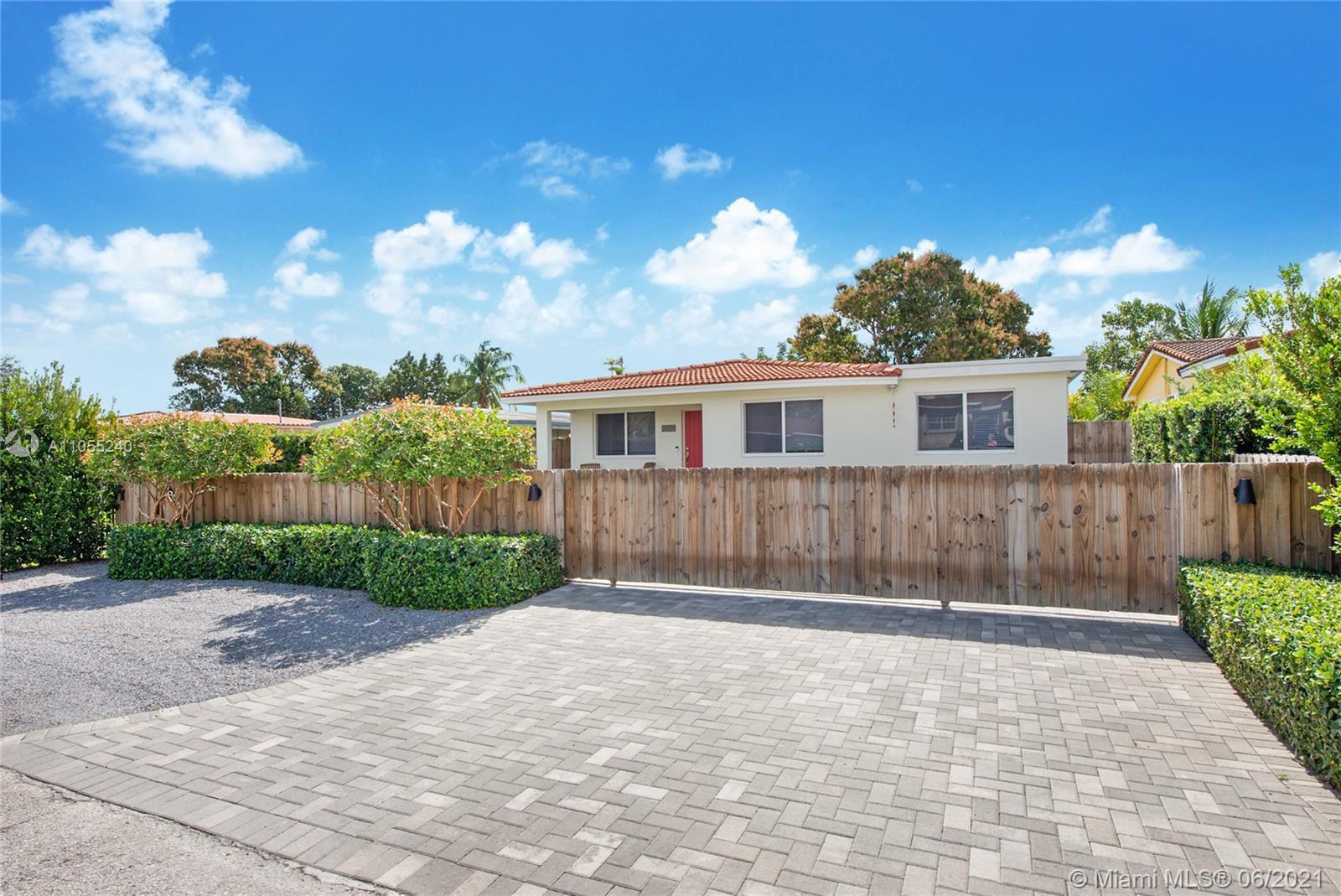 Coral Villas - 6560 SW 26th St, Miami, FL 33155