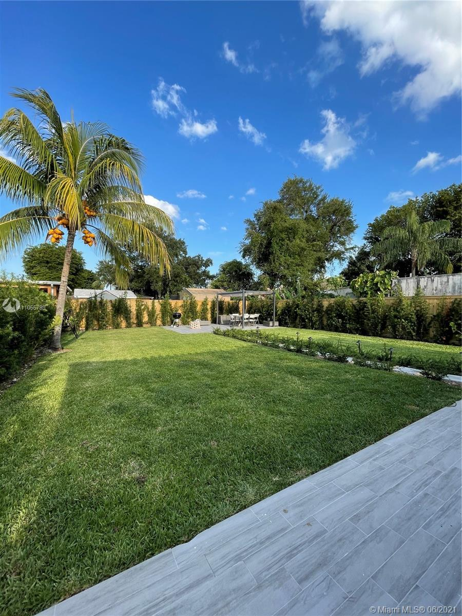 Coral Villas - 2821 SW 64th Ave, Miami, FL 33155