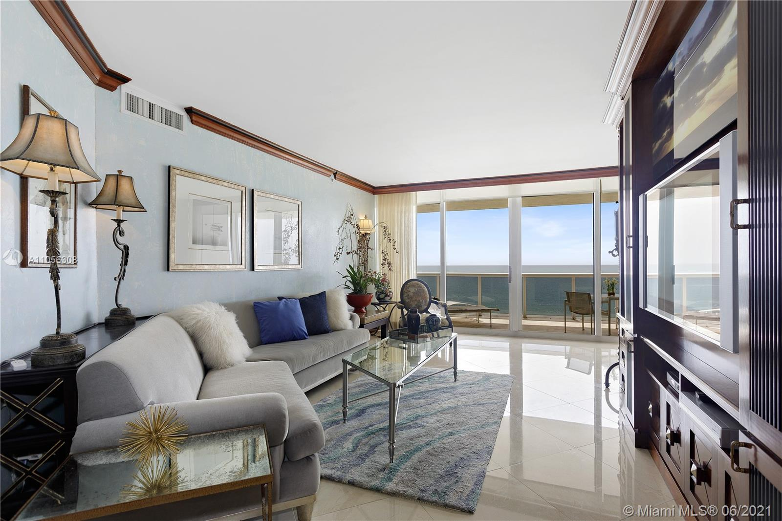 4779 Collins Ave #1002 photo02