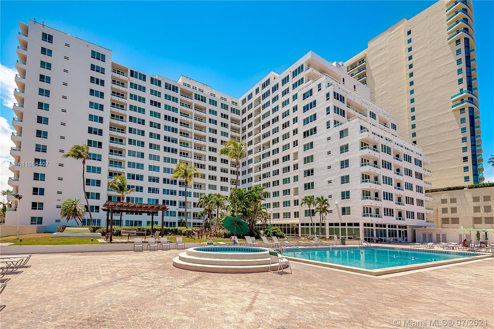 Carriage Club North Tower #902 - 5005 Collins Ave #902, Miami Beach, FL 33140