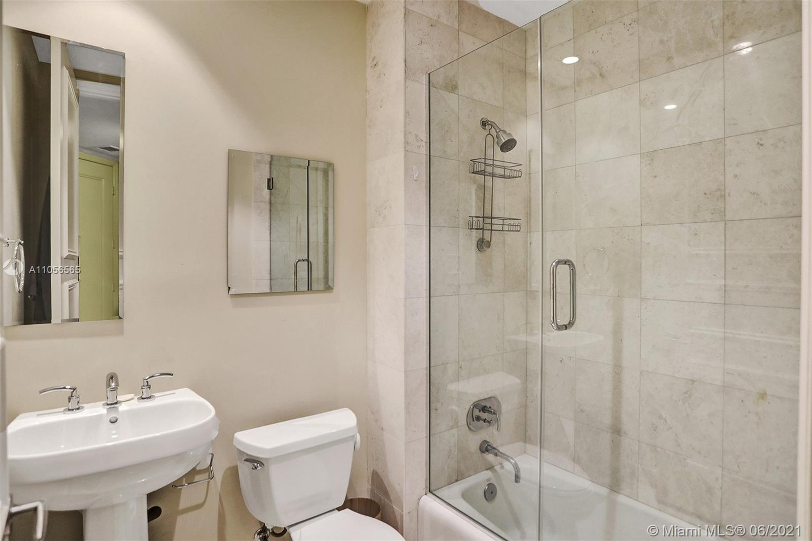 16051 Collins Ave #504 photo023