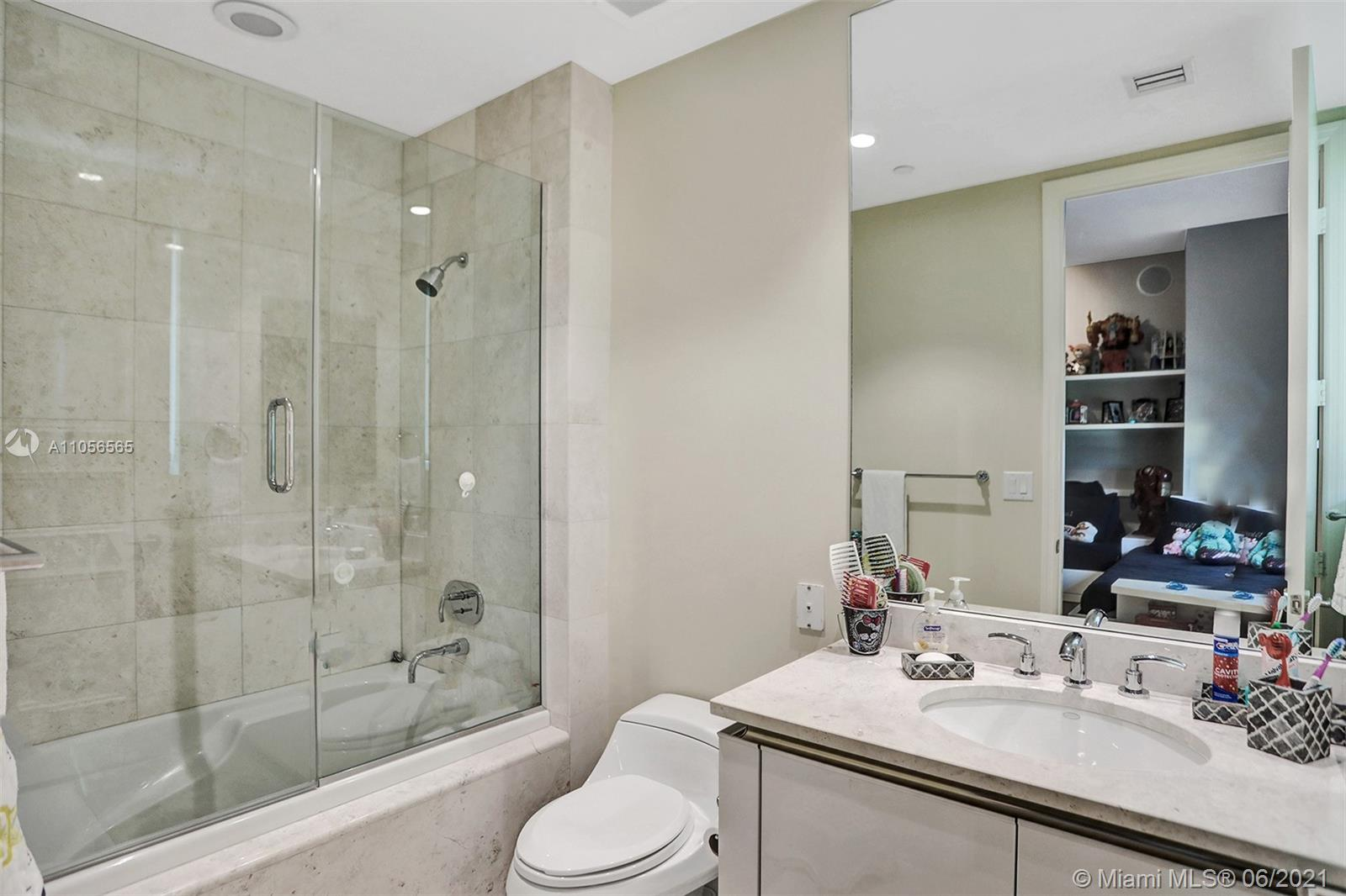 16051 Collins Ave #504 photo028