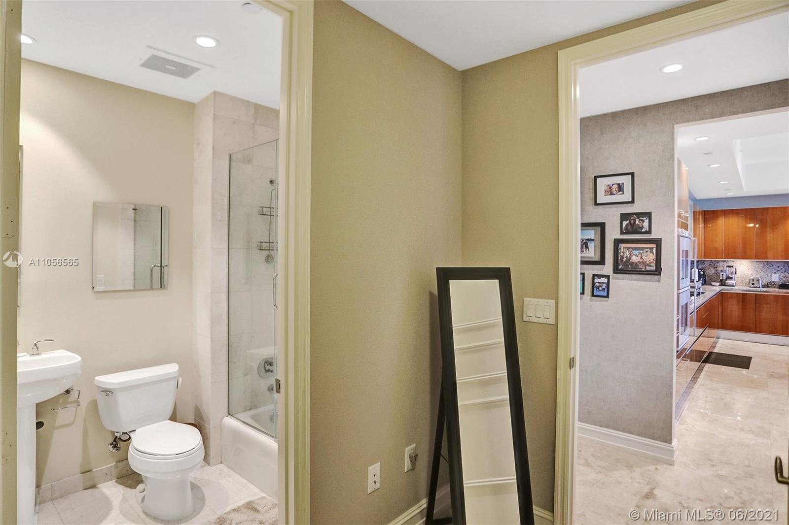 16051 Collins Ave #504 photo038