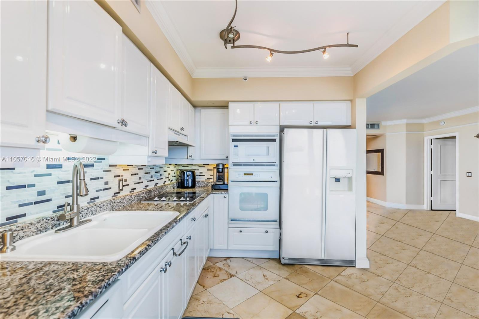 4779 Collins Ave #3006 photo02