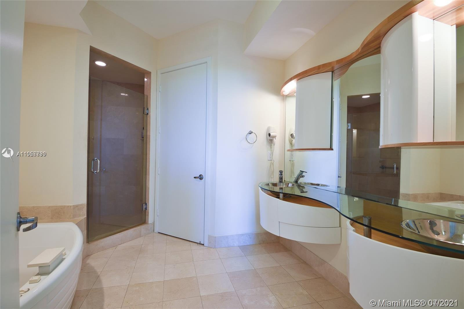 18101 Collins Ave #606 photo013