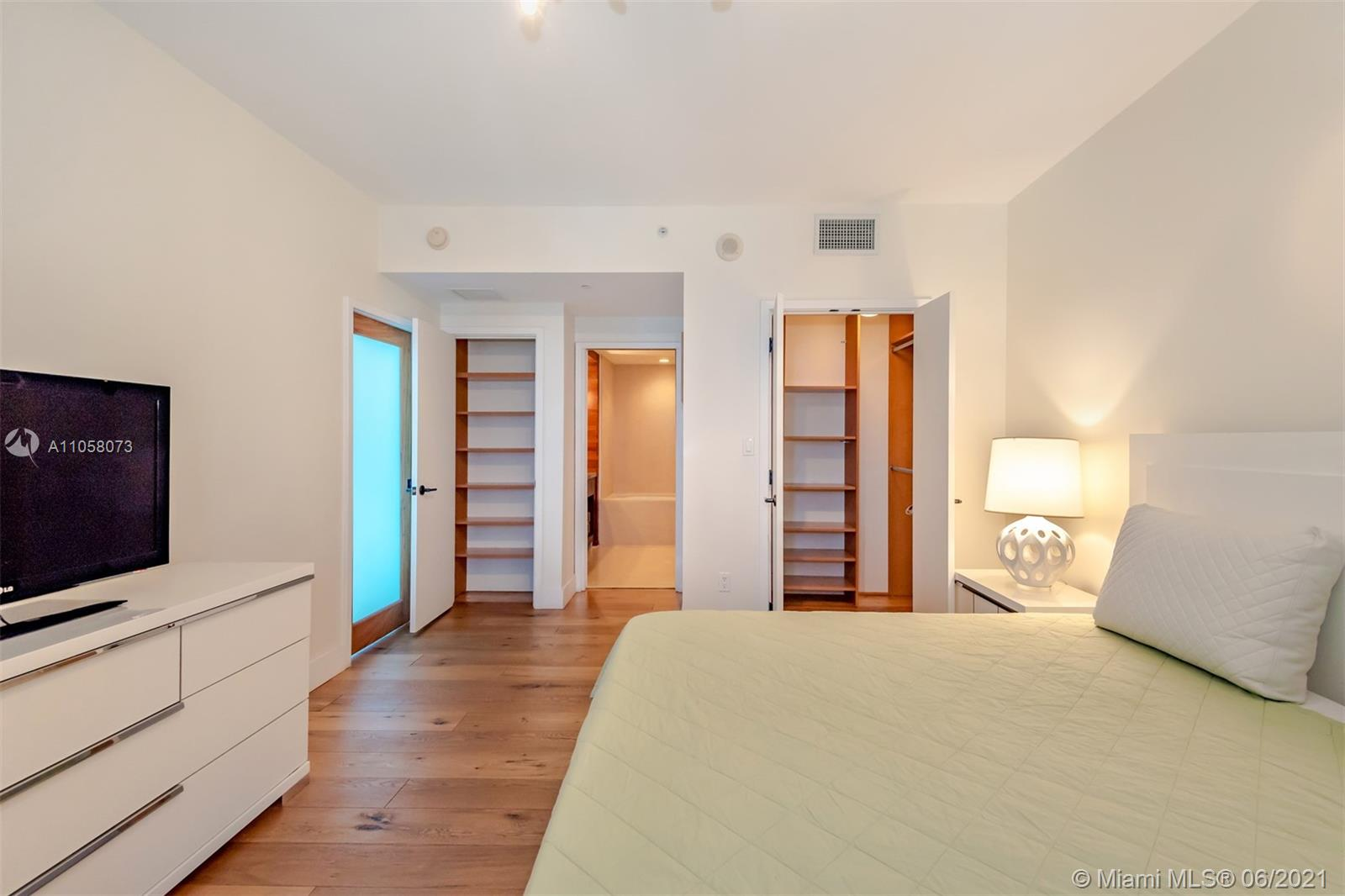6799 Collins Ave #1506 photo017