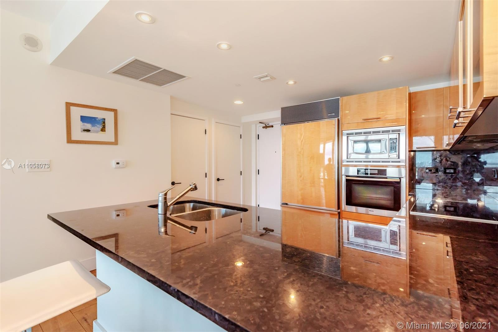 6799 Collins Ave #1506 photo07